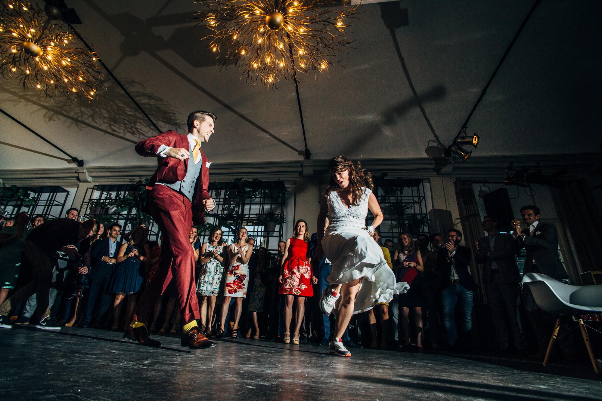 Bruidspaar aan het dansen - Banganimation trouwreportages